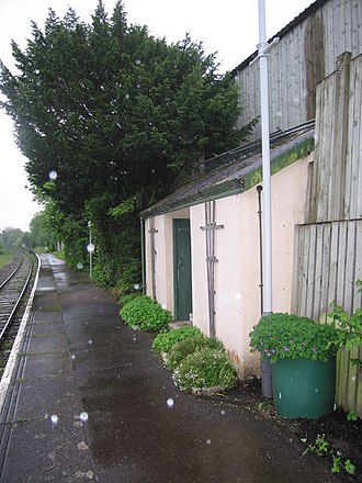 Chapelton railway station - Looking south towards Exeter
