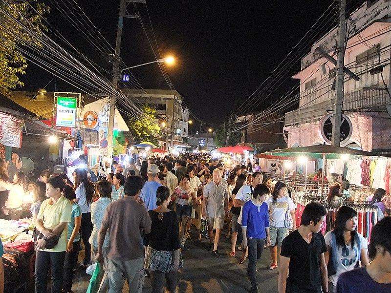 File:Chiangmai walking street (Saturday only, Wualai Rd.) - panoramio (2).jpg