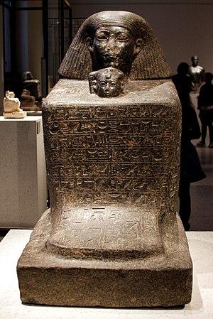 Neferure -  Block statue of Senenmut and Neferure