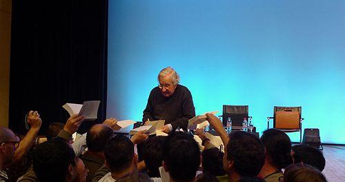 File:Chomsky dédicaces Paris 2010 1.jpg