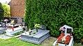 Cieszowa - cmentarz przy kościelny. - panoramio.jpg
