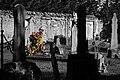 Cimitero Napoleonico a Cavriago con mazzo di fiori.jpg