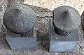 Cippi funerari etruschi maschili con iscrizioni.jpg