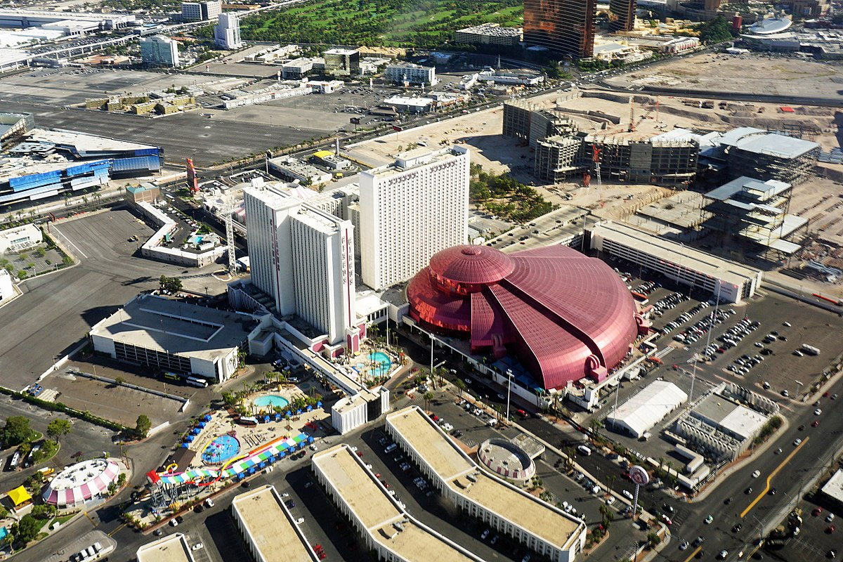 Circus Circus Las Vegas is a hotel, , sq ft (11, m 2) casino, and RV park located on the Las Vegas Strip in Winchester, Nevada. It is owned and operated by MGM Resorts a3rfaktar.ml Circus features circus acts and carnival type games daily on the Midway.. Circus Circus is the largest permanent big top in the world. The Lucky The Clown marquee at the entrance was provided by.