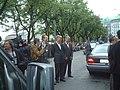Clinton Doubles vor dem Hotel Vier Jahreszeiten - panoramio.jpg