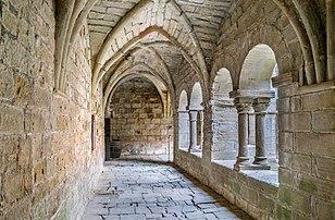Galerie du cloître du prieuré Saint-Michel de Grandmont (Occitanie). (définition réelle 5255×3444)