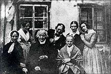 Angeblich Constanze Mozart (links) mit Familie Keller, Oktober 1840 (Quelle: Wikimedia)