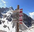 Cortina d'Ampezzo - trail signs.jpg