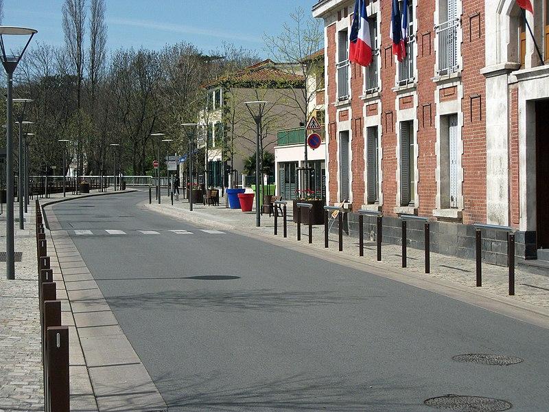 Cours des Perches towards Blanzat in Cébazat, Puy-de-Dôme, Auvergne, France.