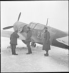 Curtiss P-40 M-10 in Valkjärvi (SA-kuva 144836).jpg