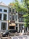 foto van Patriciershuis met lijstgevel ter breedte van drie vensterassen