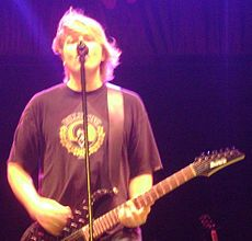 Dexter Holland 2008.jpg