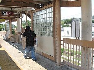 Dongan Hills (Staten Island Railway station) - Southbound platform