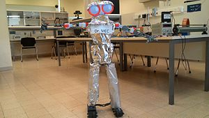 Ruppin Academic Center - Dr Mec the robot teacher - OKbot used as teaching assistant in the Physics Lab.