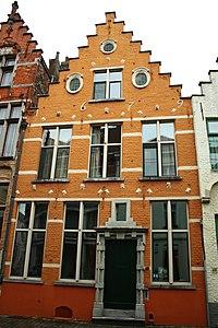 Dubbelhuis, trapgevel, opschrift 1679 - Sint-Jakobsstraat - Brugge - 29683.JPG