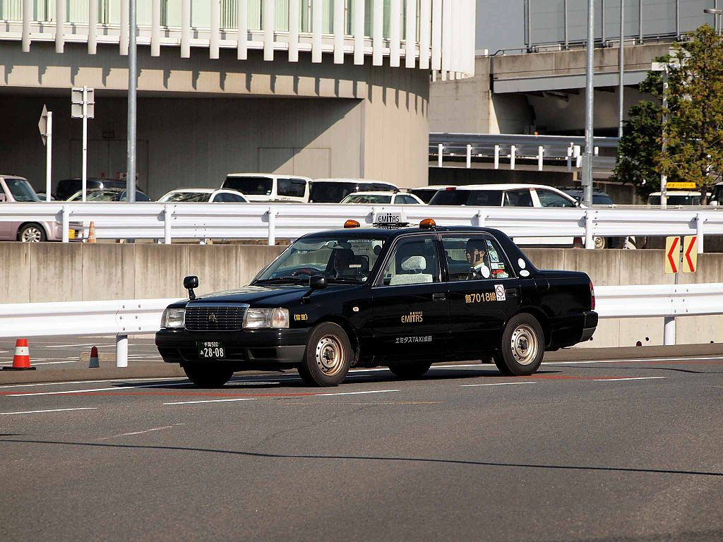 EMITAS Taxi Narita 7018 Crown Comfort