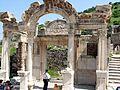 Efeso - Tempio di Adriano - panoramio - Geobia7.jpg