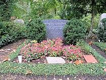 Ehrengrab Potsdamer Chaussee 75 (Niko) Wilhelm Dumstrey.jpg