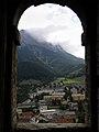 Eisenerz - Schichtturm - Blick aus einem der Zwillingsbogenfenster Richtung Pfaffenstein.jpg