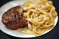 Engelsk bøf med fettucine og roquefort-sauce (5438308225).jpg