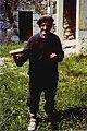 Errazkingo sakristaua izana elizako karraka jotzen. Errazkin, 1981-05-09.jpg