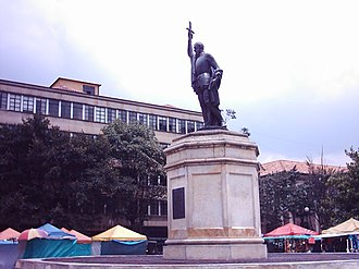 Gonzalo Jiménez de Quesada - Image: Estatua Gonzalo Jimenez Quesada