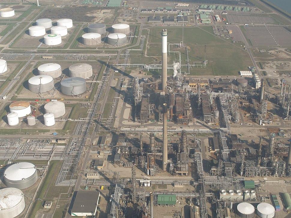 Europoort, de olieraffinaderij van BP bij de Vierde Petroleumhaven foto2 2014-03-09 11.10