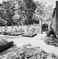 Exterieur kloostertuin, muur met toegangspoort - Oirschot - 20325989 - RCE.jpg