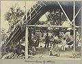 Familie in een woning bij Albina, Suriname Indianenkamp bij Albina (titel op object), NG-1994-65-1-48-1.jpg
