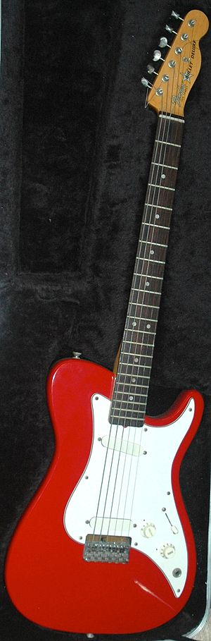 Fender Bullet - Image: Fender bullet 1981 red 20100412