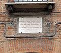 Ferrara, casa paterna del savonarola, lapide.JPG