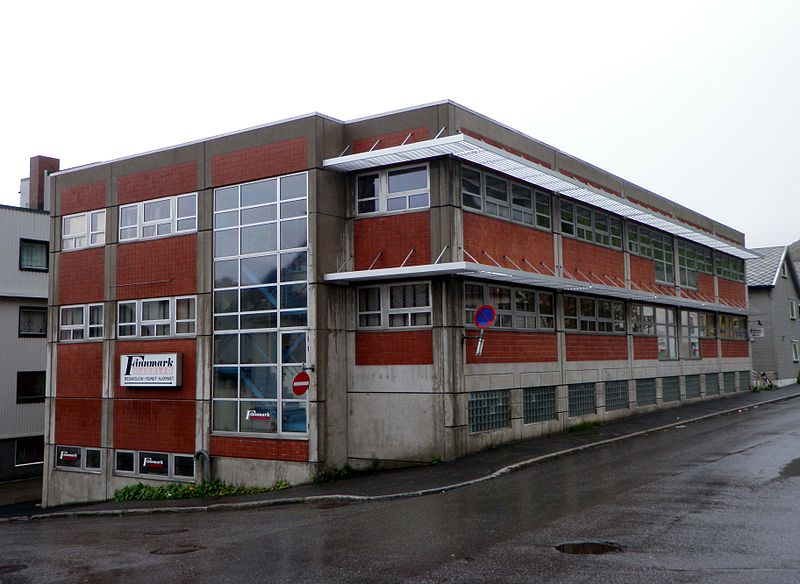 Fil:Finnmark Dagblad newspaper building in Hammerfest 2013.jpg