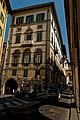 Firenze - Florence - Lungarno degli Archibugieri - View ESE along the Vasari Corridor 1564 connecting Ponte Vecchio with Uffizi.jpg