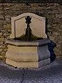 Fontaine au bas de la rue des Terreaux (Miribel) de nuit (2).jpg