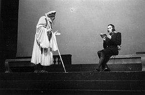 Hamlet, Act II, scene 2. Hamlet mocks the peda...