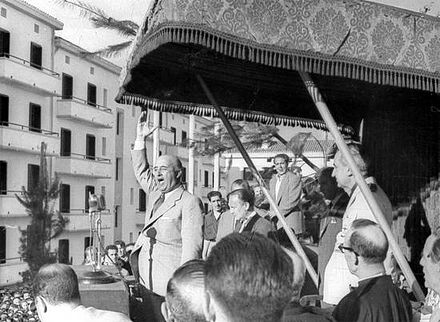 Franco giving a speech in Eibar in 1949 Franco dando un discurso en Eibar en 1949.jpg
