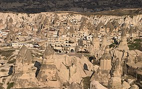 Göreme Valley in Cappadocia edit1.jpg