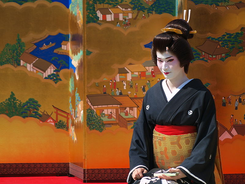 File:Geisha at Asakusa (DORONKO) 001.jpg