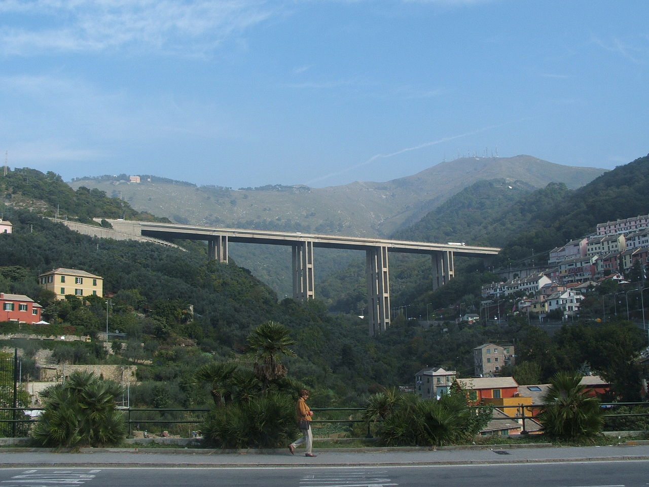 File:Genova - viadotto Bagnara.jpg - Wikimedia Commons