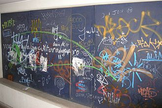 Misdemeanor - In the US, graffiti is a common form of misdemeanor vandalism, although in many states it is now a felony.