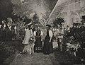 Großherzogin von Baden inmitten ihrer Landsleute auf der Düsseldorfer Ausstellung, Foto Josef Henne, 1904.jpg