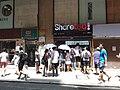 HK SYP Sai Ying Pun 屈地街 Whitty Street August 2018 SSG sidewalk shop ShareTea n visitors.jpg