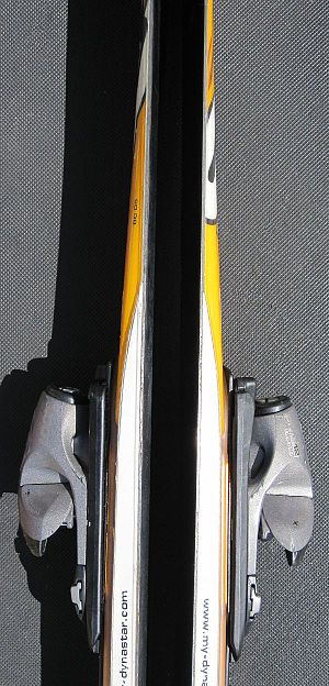 Ski - Combination of cap design (upper part) and sidewall laminated design (lower part, white)