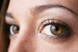 English: Example of hazel-green eyes. Photo ta...
