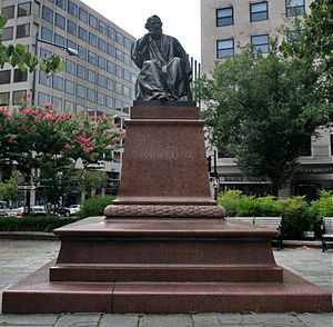 Henry Wadsworth Longfellow Memorial - The statue in 2008