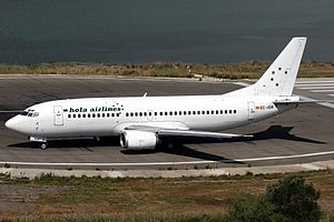 Hola Airlines Boeing 737-382.jpg