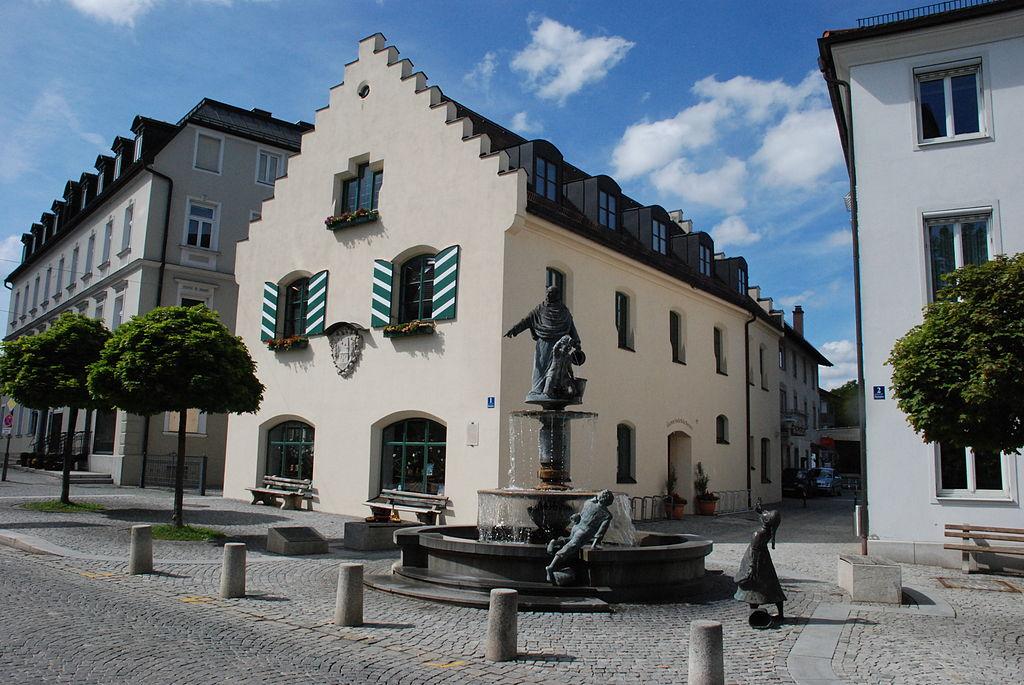 File:Holzkirchen Marktplatz 1 Altes Rathaus.Jpg - Wikimedia Commons