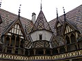 Hospices - Cour (Beaune) (6).jpg