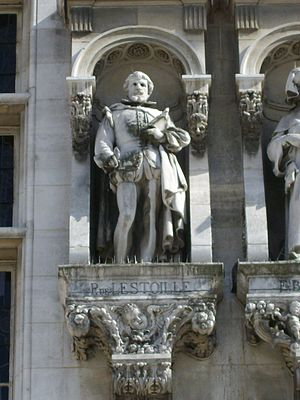 Pierre de L'Estoile - Statue of Pierre de l'Estoile on the façade of the Hôtel de Ville de Paris by Martial Adolphe Thabard, 19th century