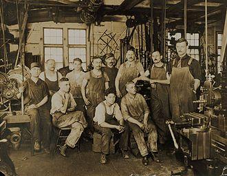 East Williamsburg, Brooklyn - Image: I. De Francisci & Son macaroni machines, 219 Morgan Avenue, Brooklyn, New York (July 1917)